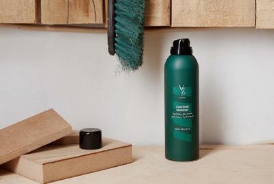 Один из бестселлеров V76 — Clean Shave Hydrating Gel Cream. Это абсолютно инновационный продукт, чтобы создать правильную консистенцию масла-пенки.
